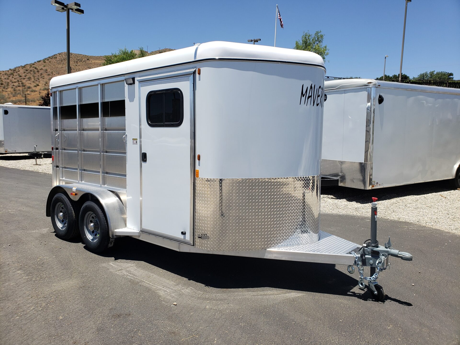 Maverick Lite 2-Horse Trailer - Passenger side front 3/4 view